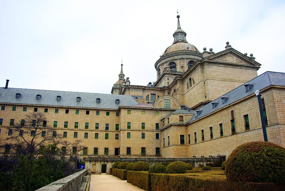 see el escorial on a spanish school trip